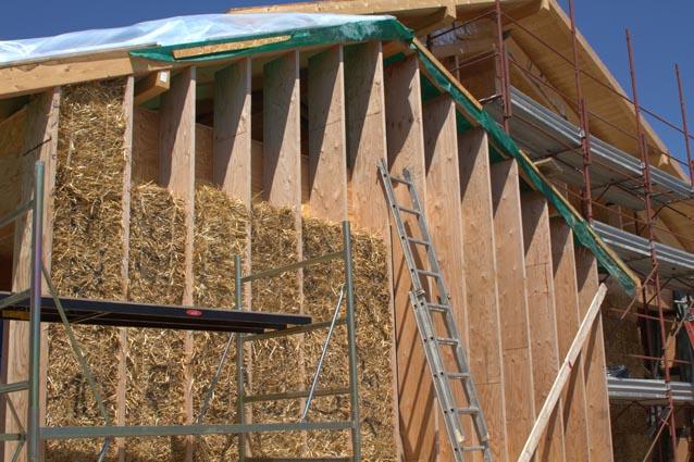 Vivere ecosostenibile abitare in una casa di paglia for Piani di casa di balle di paglia