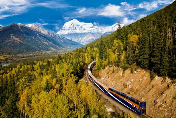 Paesaggi canadesi visti dai finestrini della rocky mountaineers